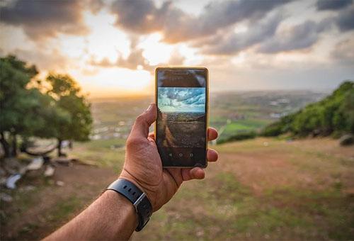 美国脸书为旗下APP手机网站制作视频通话功能