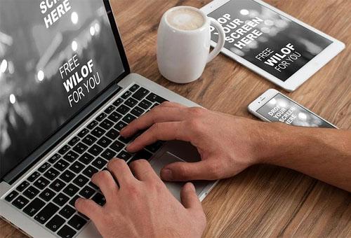 企业开展网络营销的途径:开发行业门户网站
